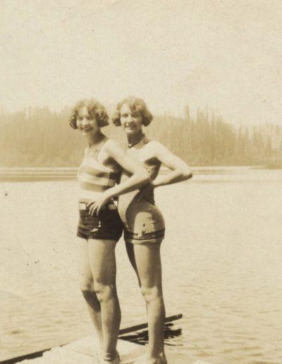 Bathing Twins 50