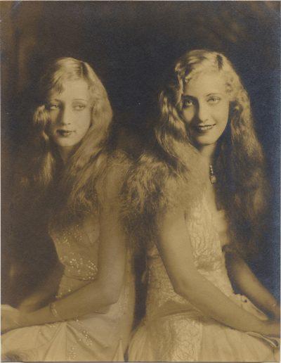 Blonde studio Twins